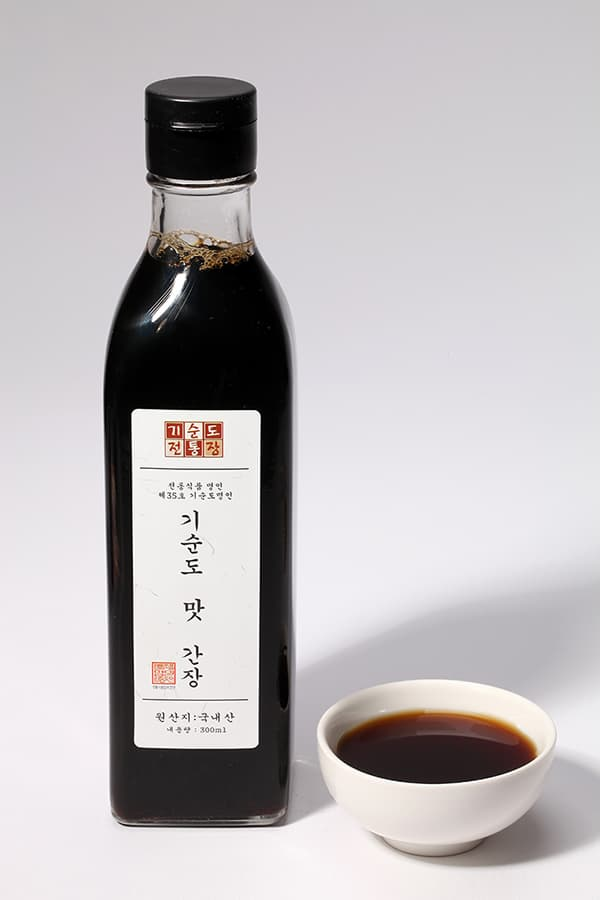 _KOREA TRADITIONAL FOOD Co__ Ltd__ Soy Sauce