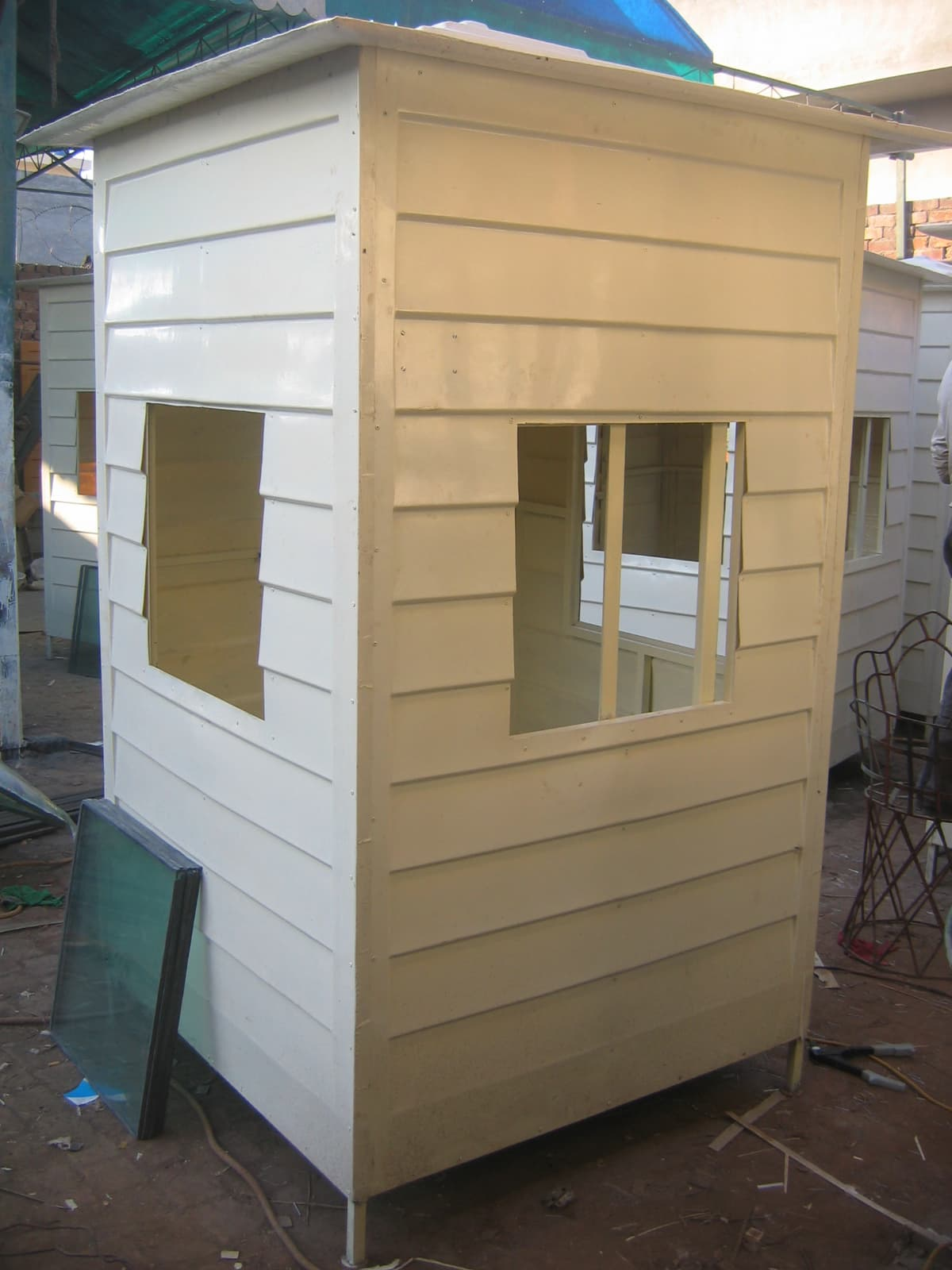Fiberglass security guard cabin from Industrial techno International
