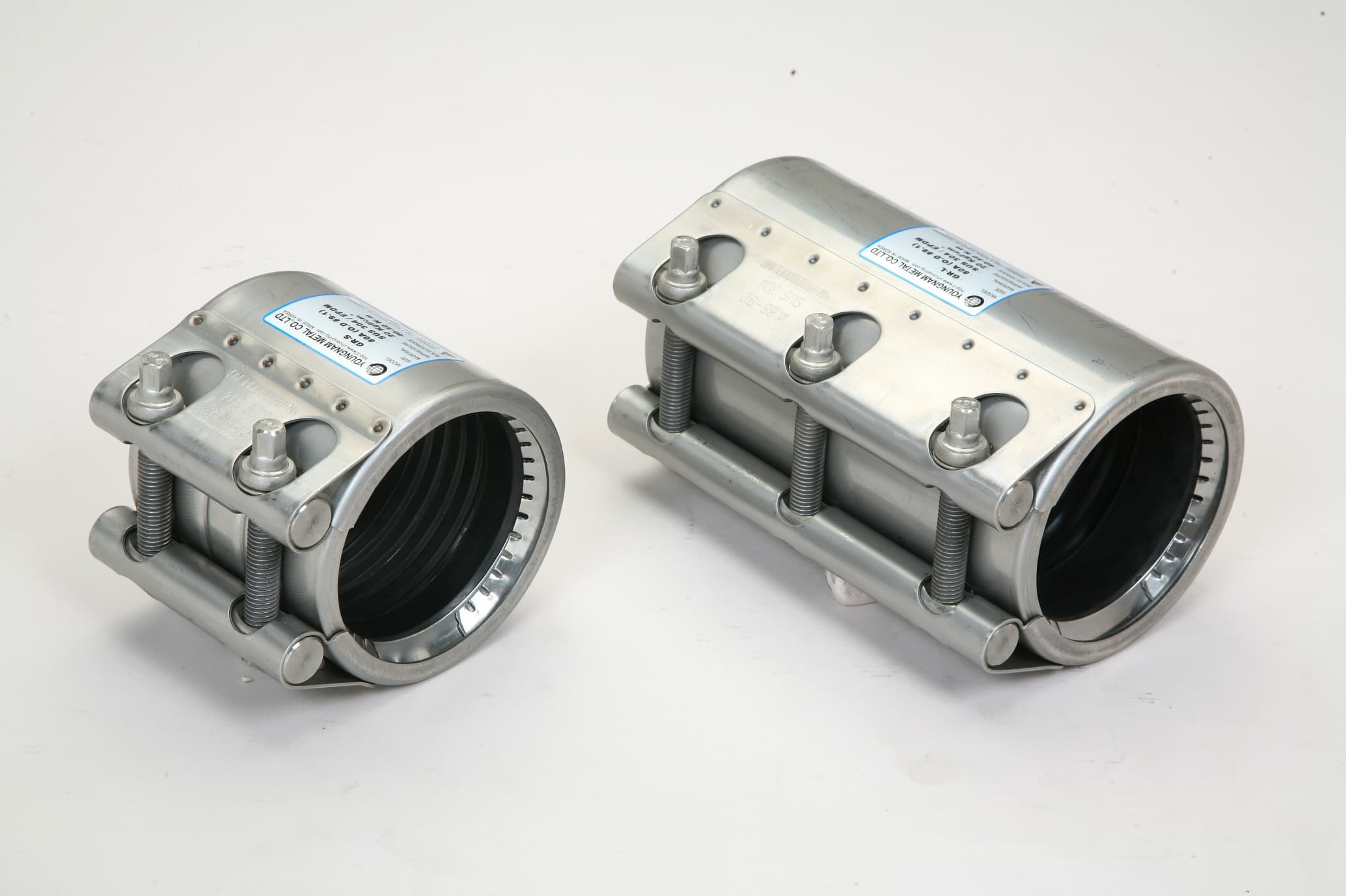 Coupling pipe repair clamp joints from