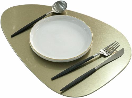 Metal table mat