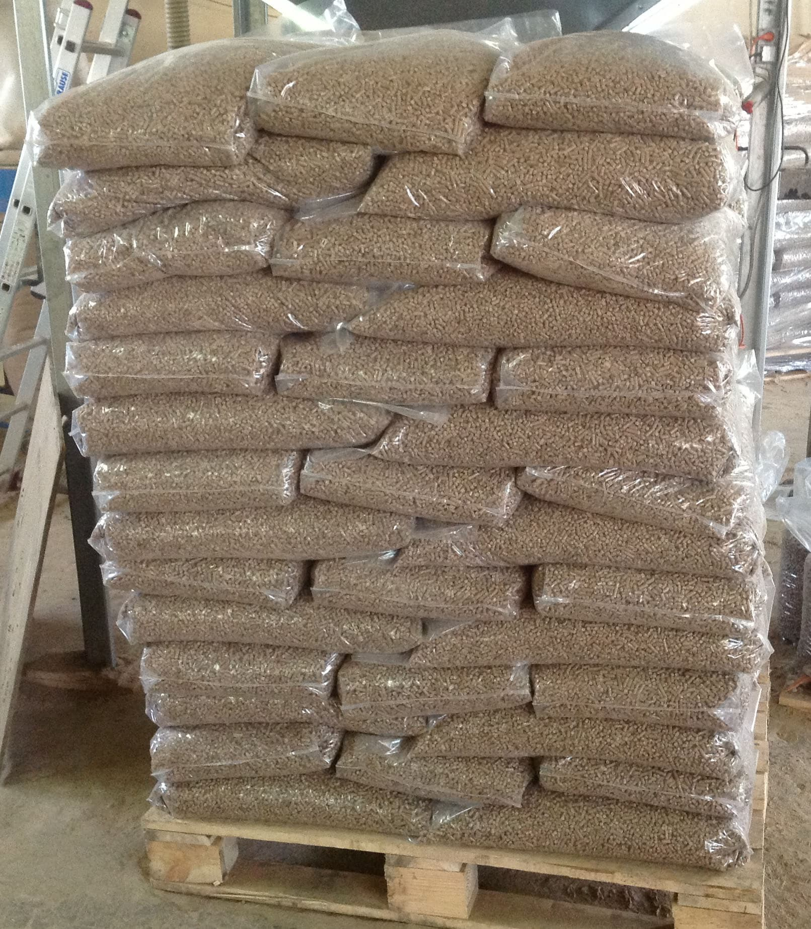 High quality pine bulk wood pellet din pellets from