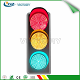 Solar powered full screen LED traffic signal light