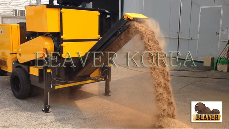Sawdust producer carriable