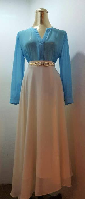V-neck chiffon blouse and chiffon flare skirt