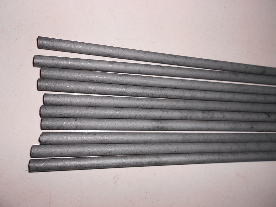 Lubricating graphite rod- for self-lubricant