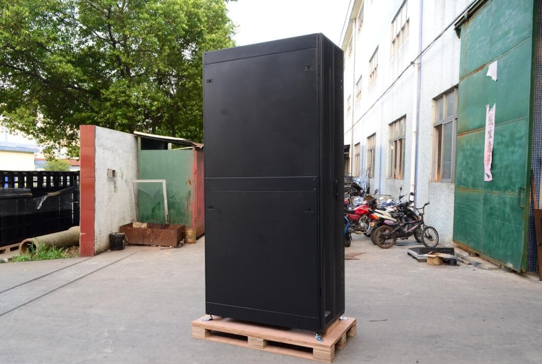 600_1000_2000mm Floor Standing Server Cabinet With Mesh Door