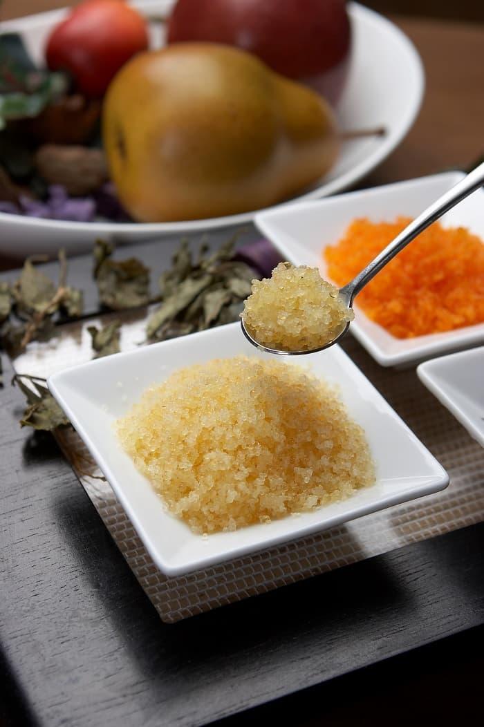 Seasoned flying fish roe gold red wasabi black orange for Flying fish roe