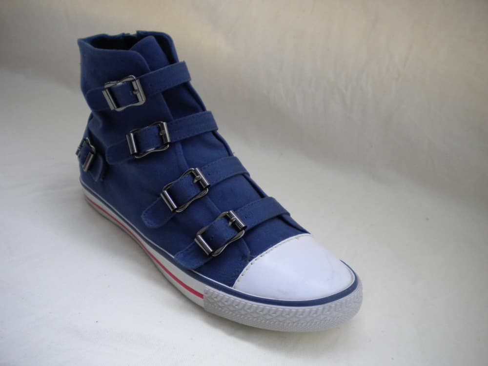 canvas shoes images. casual canvas shoes