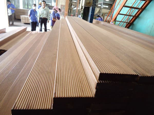 No Slip Flooring : Keruing wood outdoor decking anti slip xrandom length